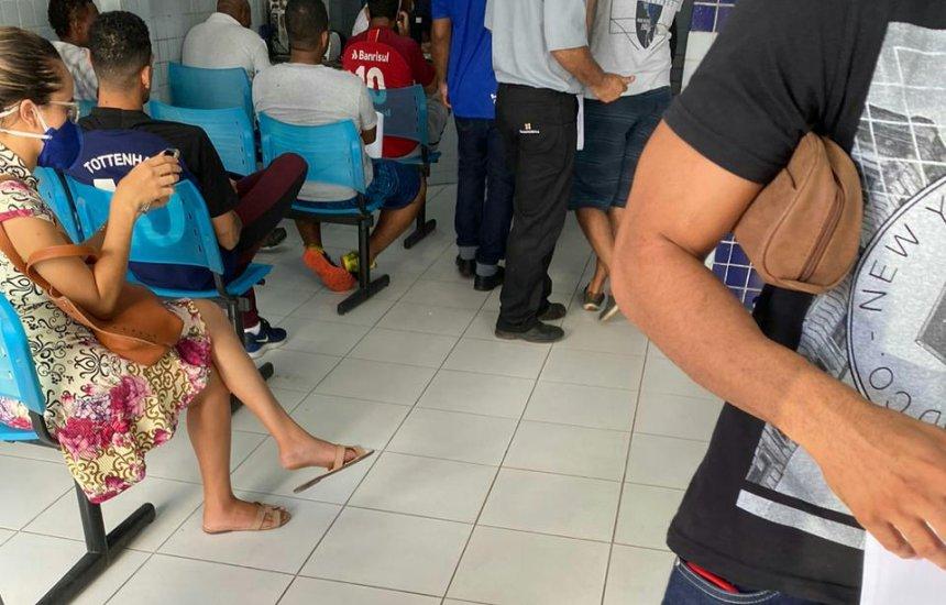 Leitora denuncia aglomeração de pacientes em clínica de Camaçari
