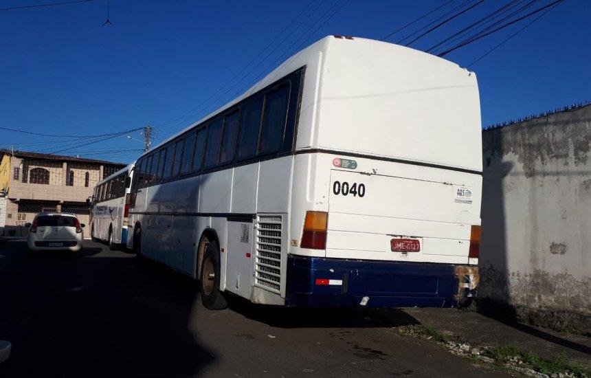 Morador reclama de transporte coletivo estacionado na Gleba A