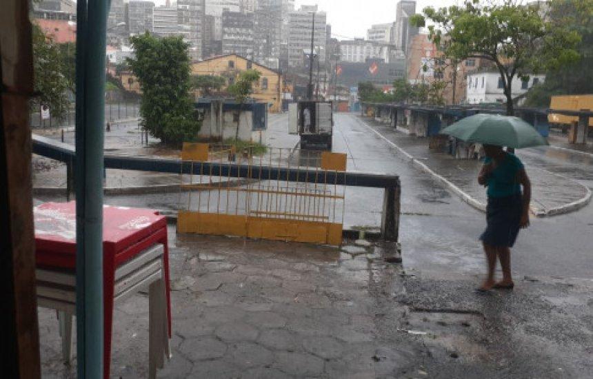 [Salvador registra deslizamento de terra e alagamentos após fortes chuvas]