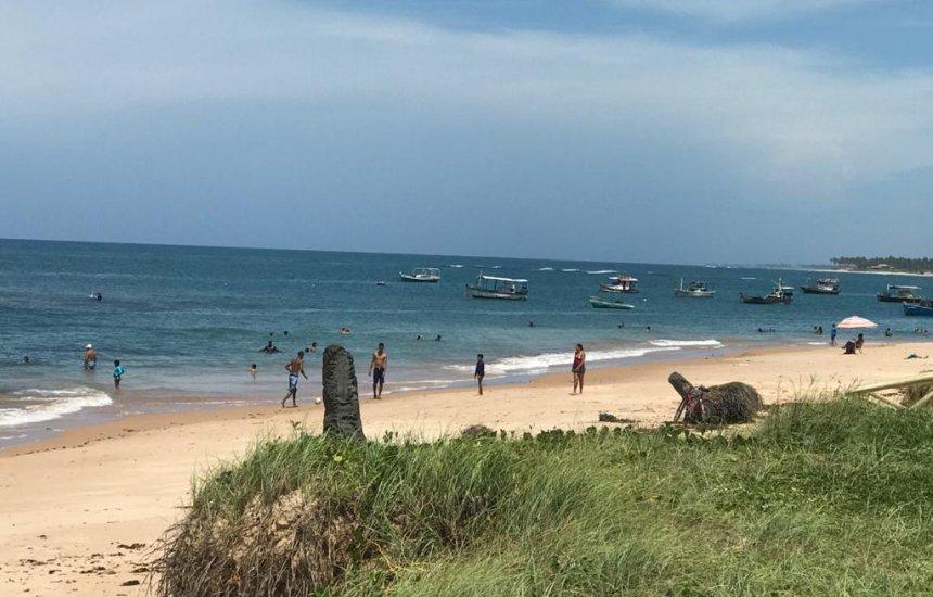 [Isolamento? Morador flagra diversas pessoas em praia de Guarajuba]