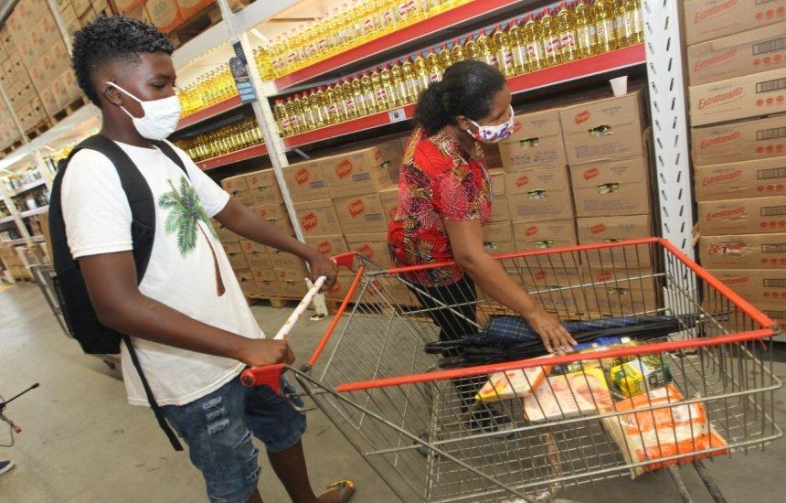 [Governo da Bahia inicia pagamento do vale-alimentação a estudantes]