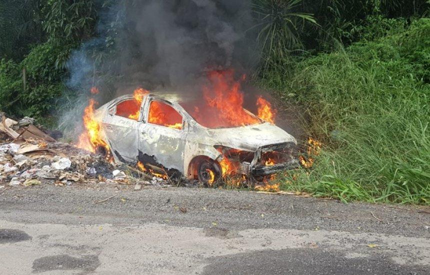 [Simões Filho: motorista por aplicativo é resgatado dentro de carro em chamas após sequestro]