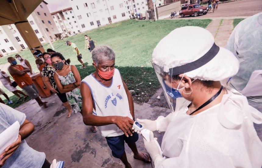 [Coronavírus: Teste rápido é aplicado em moradores dos residenciais do Ponto Certo]