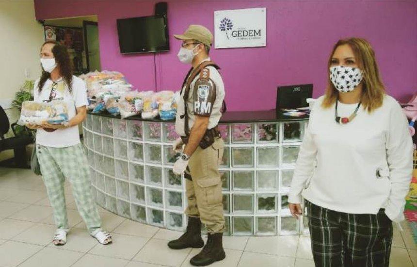 Ministério Público da Bahia faz entrega de cestas básicas para mulheres trans