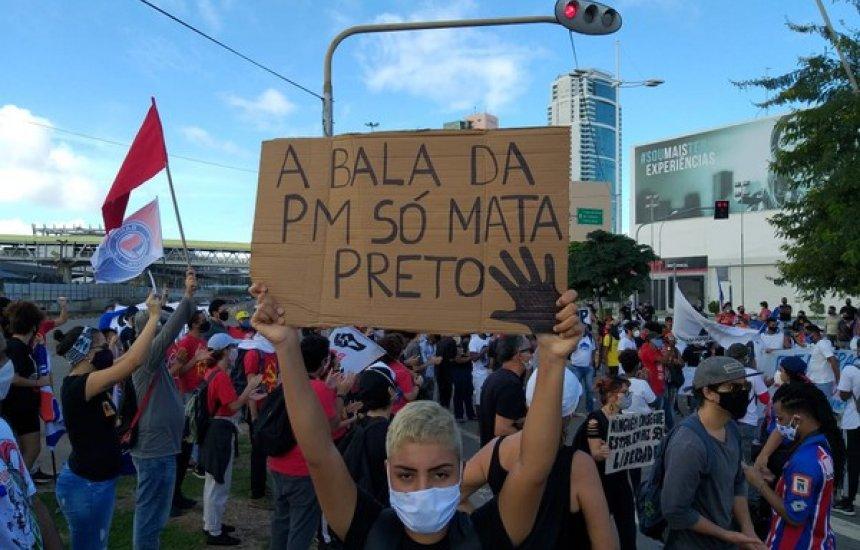 [Grupos fazem protesto em Salvador contra o racismo, o fascismo e Bolsonaro]