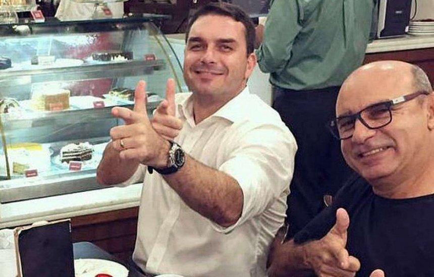 [Flávio Bolsonaro diz que está tranquilo com prisão de Queiroz: 'Verdade prevalecerá']