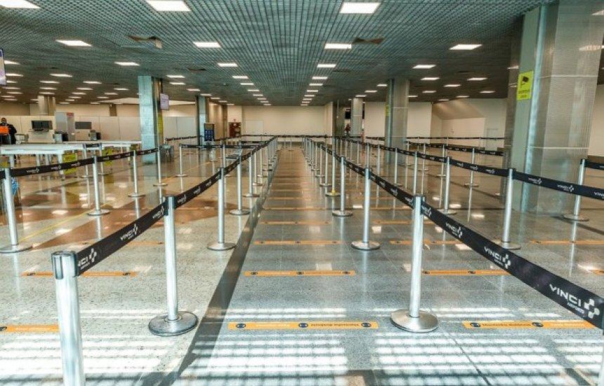 [Após reduzir área de operação, aeroporto de Salvador volta a ter embarque no segundo andar]