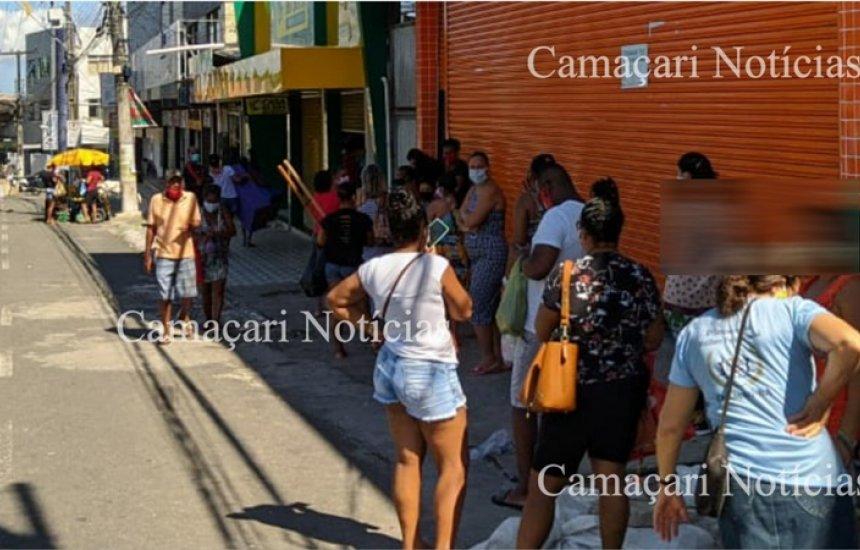 [Lojas de variedades no centro de Camaçari têm filas para entrar, mesmo com decreto]