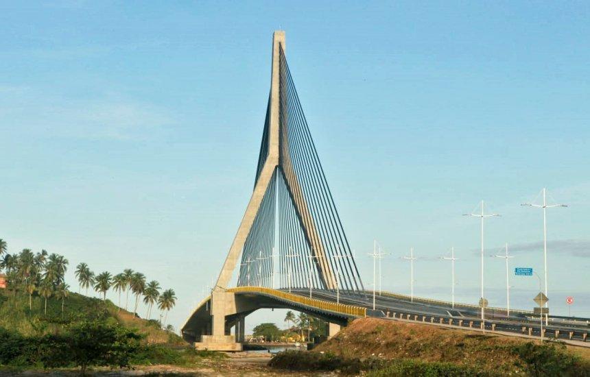 [Governador Rui Costa entrega primeira ponte estaiada da Bahia]