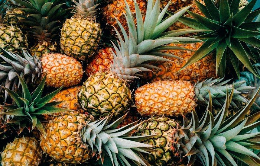 [Benefícios do abacaxi: saiba como essa fruta tropical atua na sua saúde]