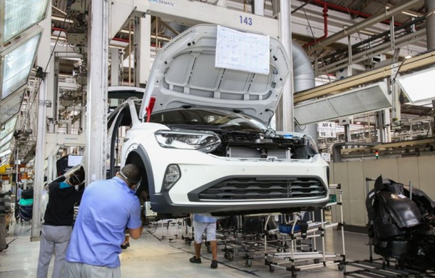 Produção industrial cresce 7% em maio, após 2 meses de queda com pandemia