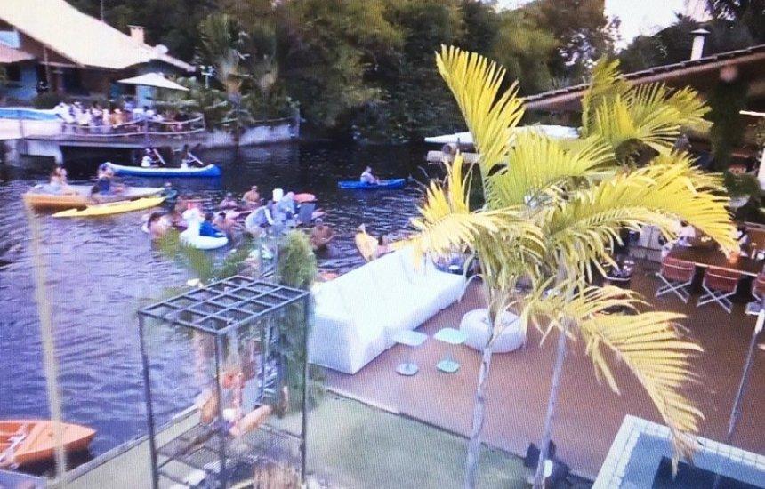 [Live do Harmonia do Samba provoca aglomeração em lagoa na orla de Camaçari]