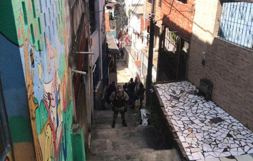 [Homem morre após ser baleado em operação da PM no bairro de Santa Cruz, em Salvador]