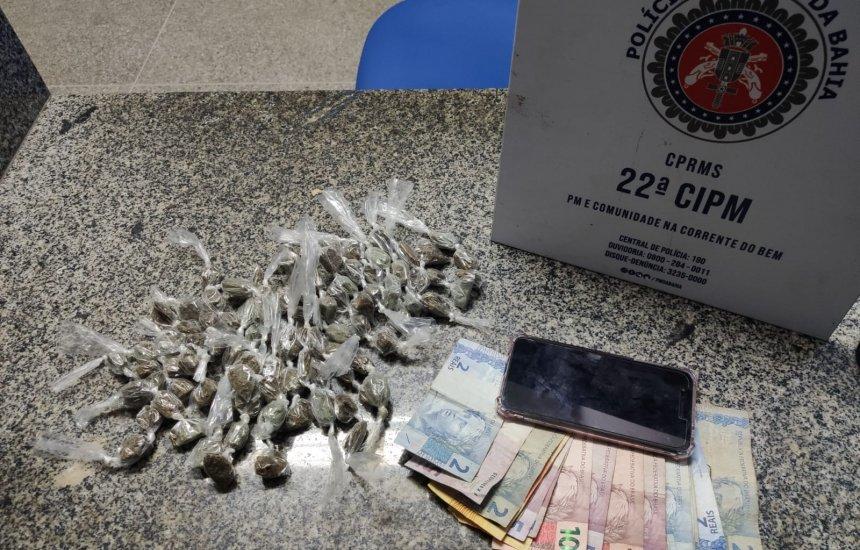 Polícia prende mulher com drogas em Simões Filho