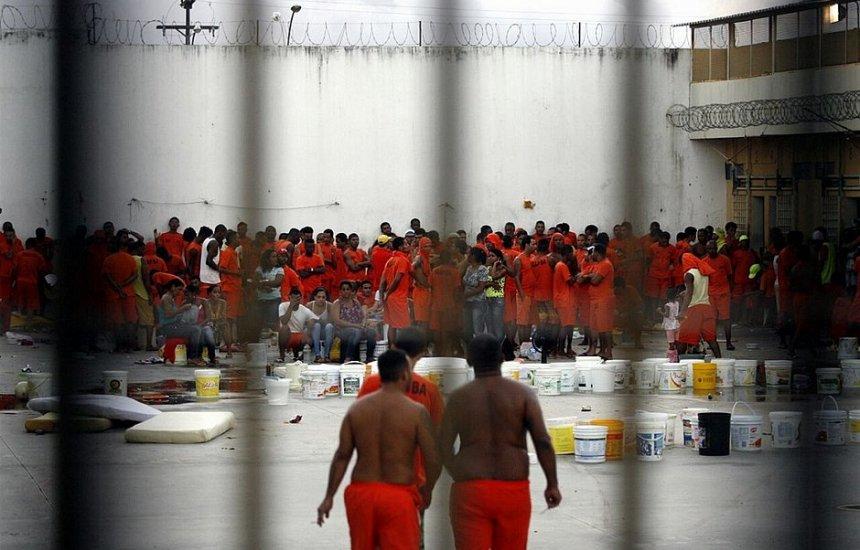 [Governo Bolsonaro quer presídios onde presos trabalham e arcam com custos]
