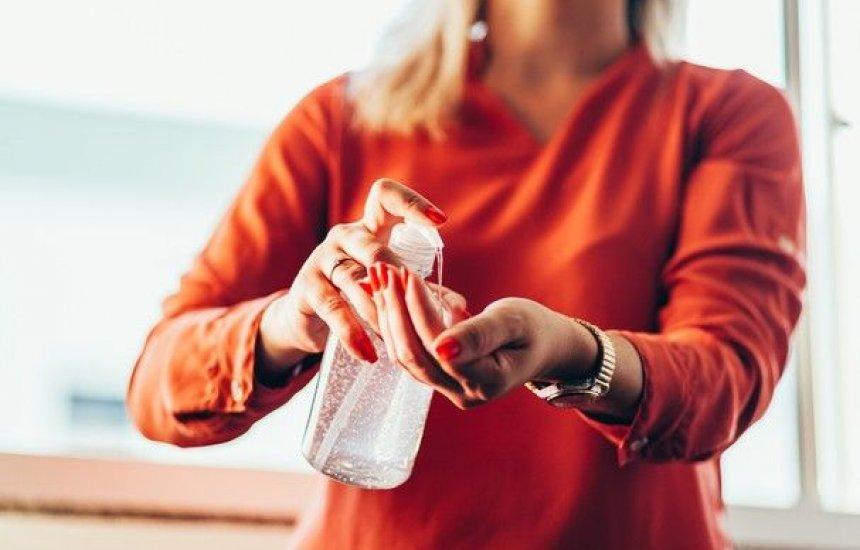 [Mãos ressecadas pelo álcool gel: 5 maneiras de evitar esse problema]