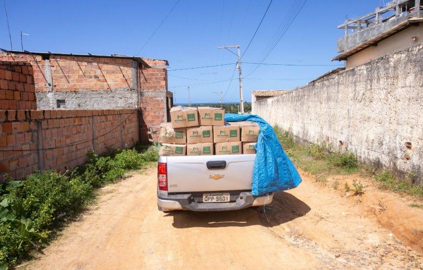 [Famílias carentes recebem cestas básicas e itens de higiene em Monte Gordo]