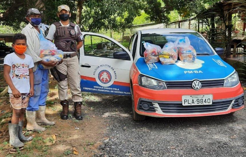 [Polícia Militar distribui agasalhos e cestas básicas para famílias da RMS e interior]