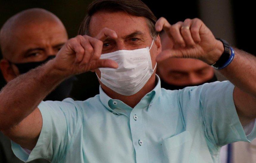 [Bolsonaro diz estar com 'mofo no pulmão' e que está tomando antibiótico]
