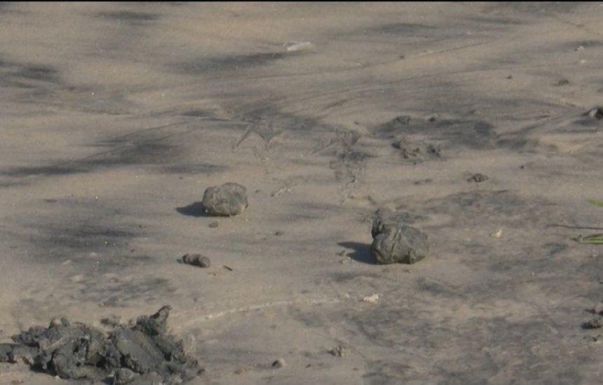 [Manchas de óleo são encontradas em praia de Ilhéus]