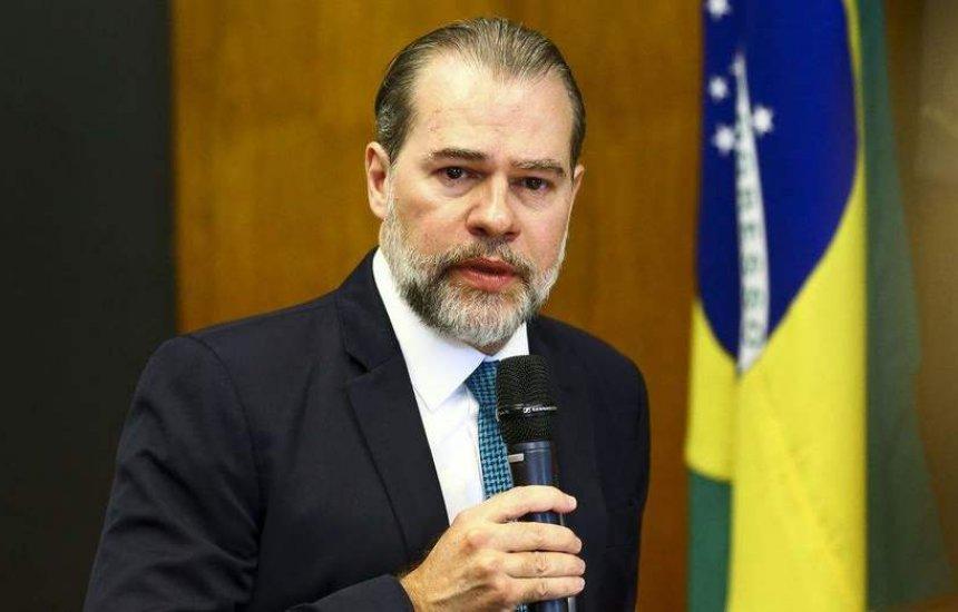 [Com pneumonite, presidente do STF é internado em Brasília]