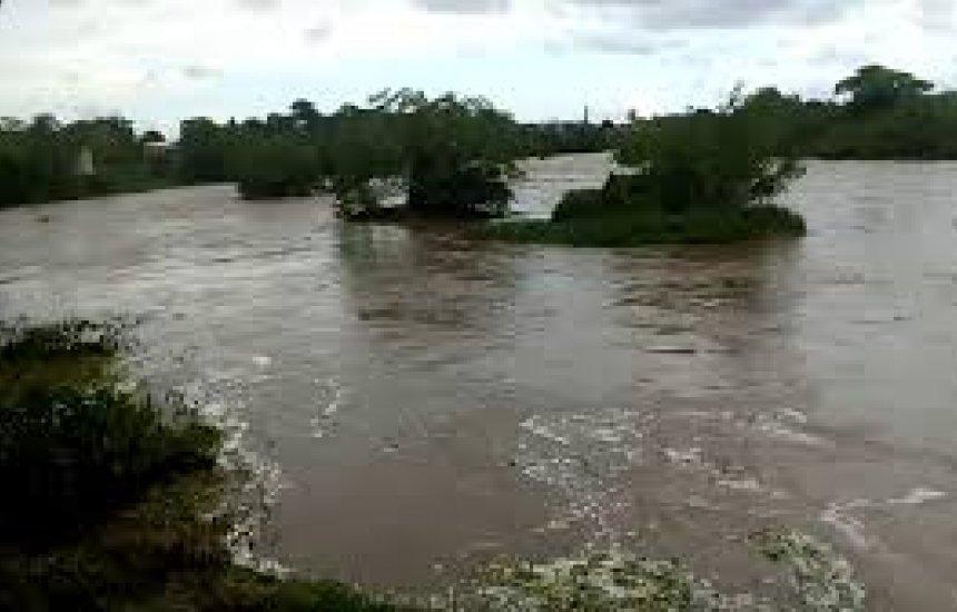 [Três corpos são encontrados no Rio Cachoeira; polícia suspeita de acidente com canoa]