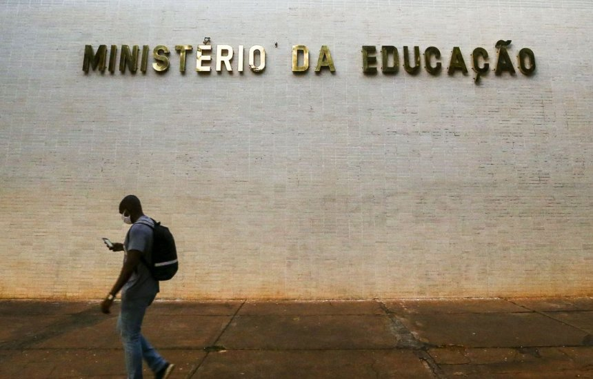 [MEC disponibilizará internet a alunos de universidades federais]