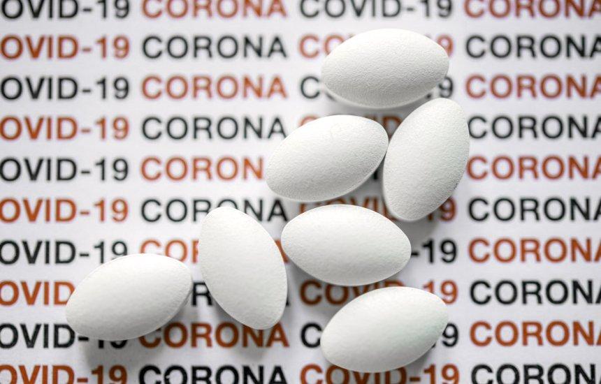 [Rússia aprova primeiro remédio contra covid-19 para venda em farmácias]