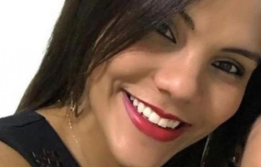 [Jovem é morta a golpes de faca dentro de casa; suspeito morre em confronto com PMs]
