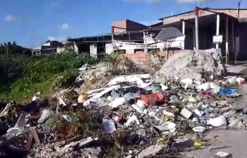 ['Queria que as autoridades pudessem fazer algo', diz moradora sobre lixo no Nova Vitória]