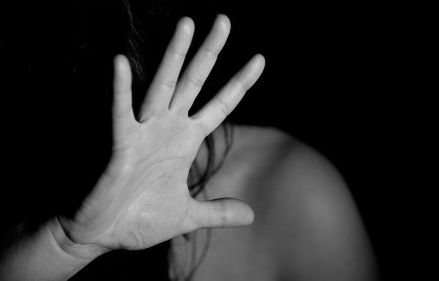 [Homem é preso por estuprar 4 vizinhas, que são irmãs, com idades entre 9 e 14 anos]