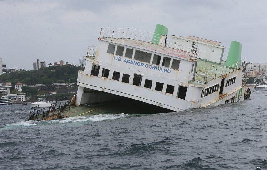 [Mergulhadores já podem ver ferry afundado na Baía de Todos-os-Santos]