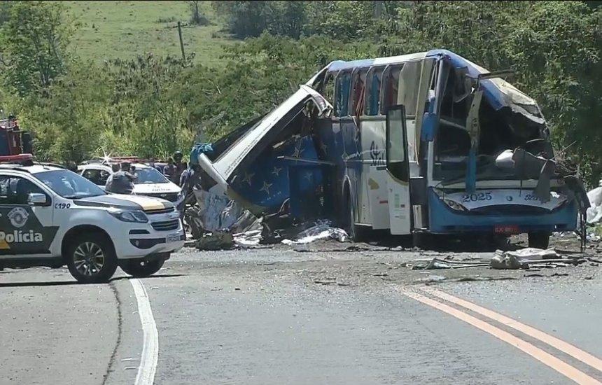 [Tragédia em Taguaí: empresa de ônibus envolvida em acidente com mais de 40 mortos é clandestina]