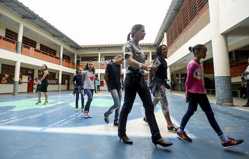 [Governo prevê adesão de 54 escolas ao modelo cívico-militar em 2021]