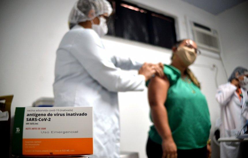 [No 2° dia de vacinação, Salvador já imunizou mais de 4,9 mil pessoas contra a Covid-19]