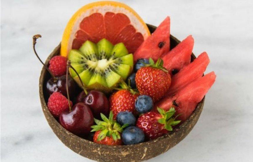 [Confira estes 9 alimentos que contribuem para a hidratação do corpo]