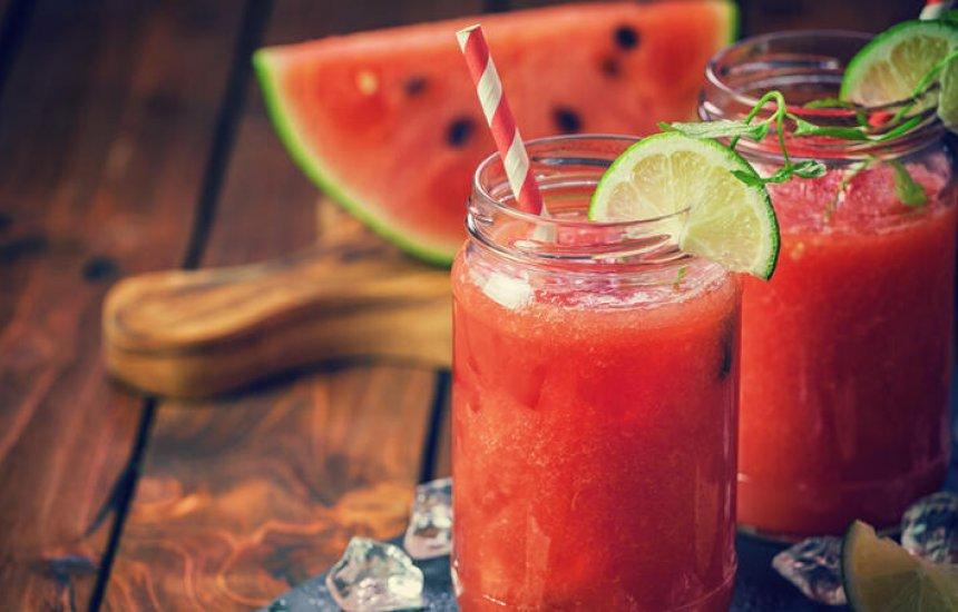 [Melancia com gengibre: o suco diurético ótimo para tomar após um dia de excesso]