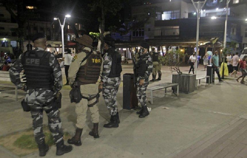 Pessoa que descumprir as medidas no fim de semana na Bahia pode ser punida com até um ano de detenção