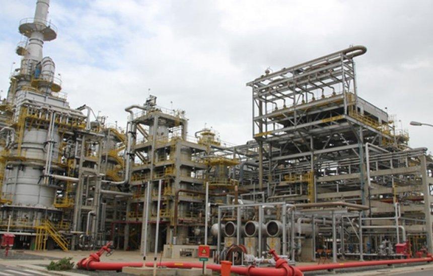 Petroleiros relatam surto em refinaria e Petrobras diz que é 'reflexo do aumento de casos'