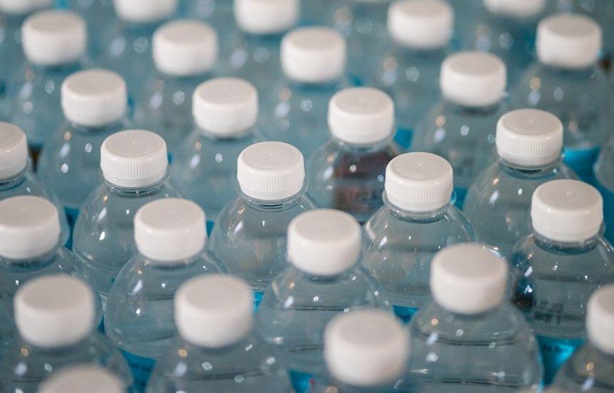 Produção e venda de plásticos não recicláveis ou biodegradáveis no Brasil podem ser proibidos
