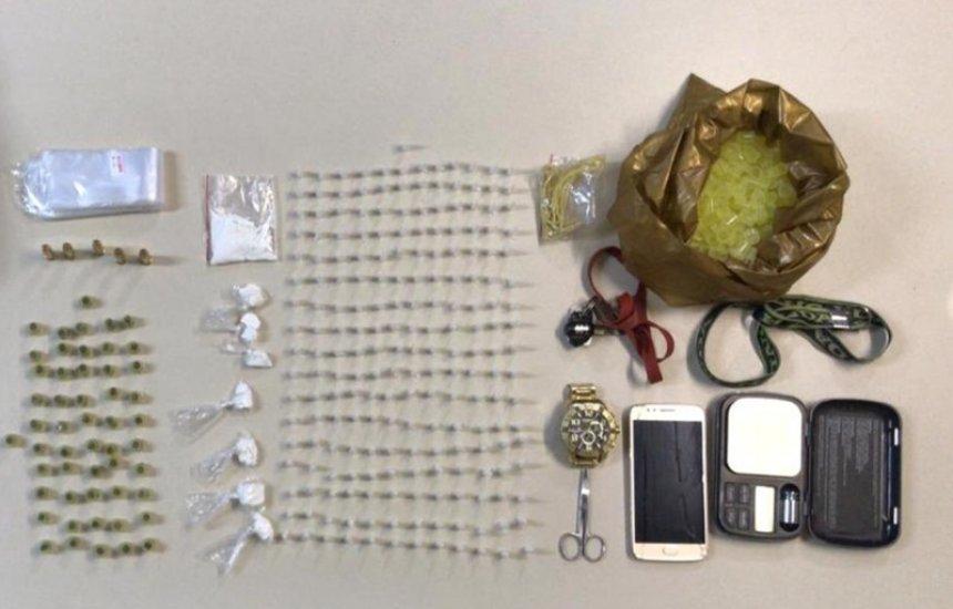 [Homem é preso com 204 pinos de cocaína no Algarobas]