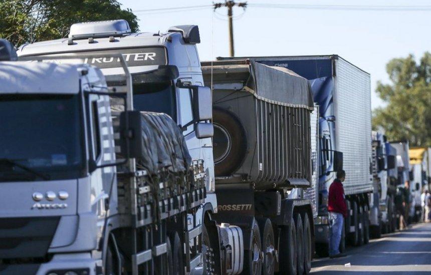 [Caminhoneiros prometem greve no dia 1º se preço do diesel não baixar]